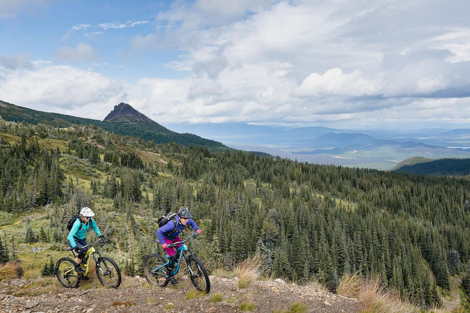 Juliana Bicycles - Britt Phelan and Sarah Leishman on Cronin Pass